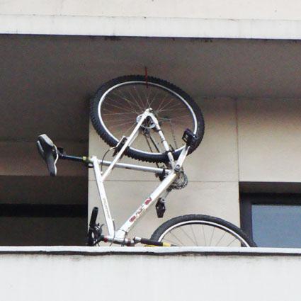 Santiago coraz n la bici juan guillermo tejeda for Como guardar la bici en un piso